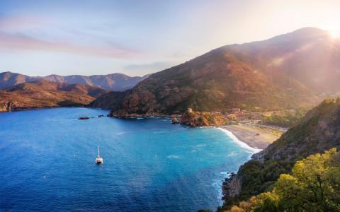 Les infos essentielles avant d'acheter un appartement en Corse