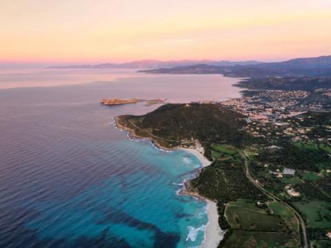 Les points essentiels pour investir dans une résidence en Corse